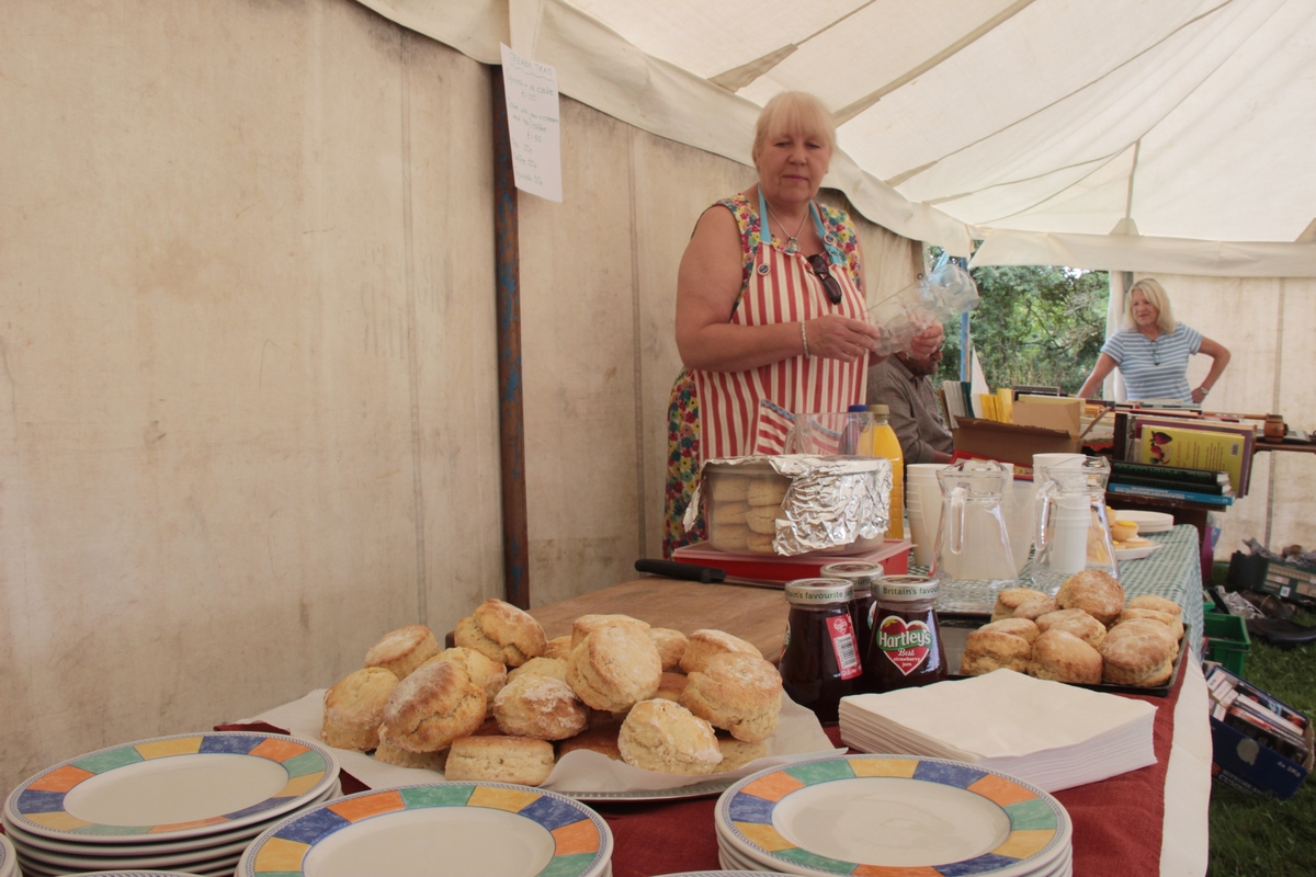 06-2016-fete-cream-tea-preparation