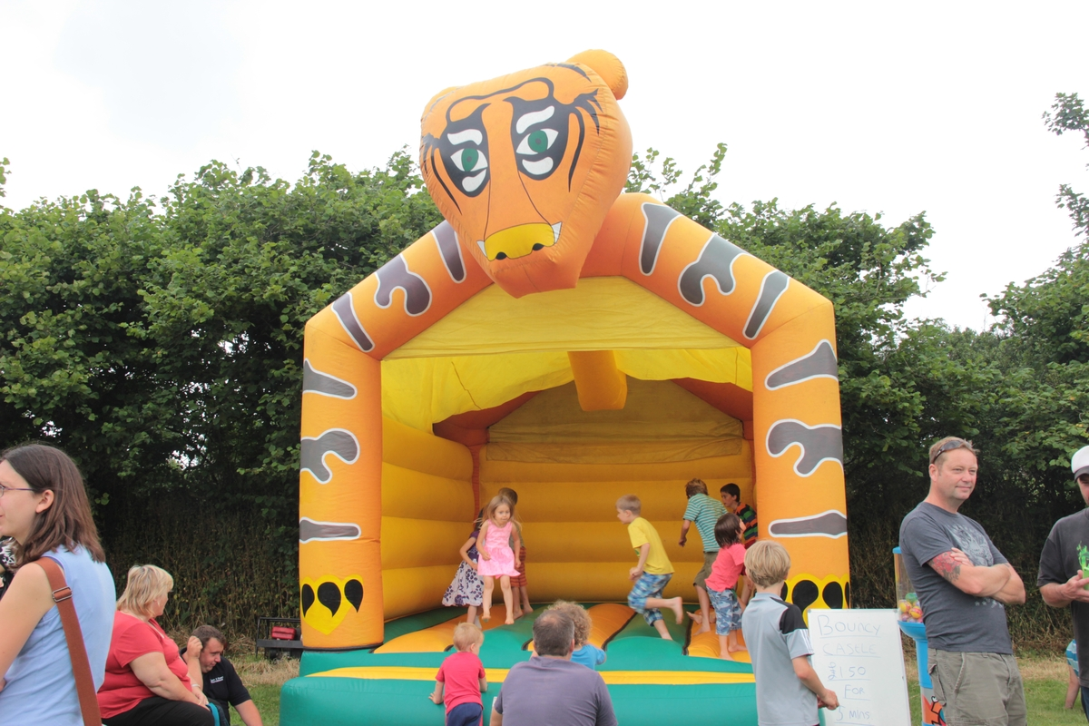 19-2016-fete-bouncy-castle